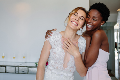 Wedding Day Ready: 10 Items for Your Bridesmaid Emergency Kit